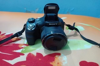 Sony H400 Digital cybershot camera is up for sell
